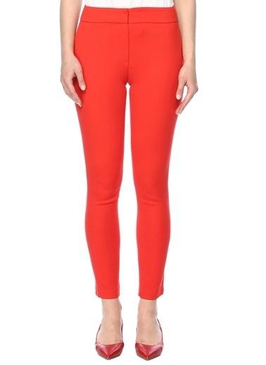 Que Pantolon Kırmızı